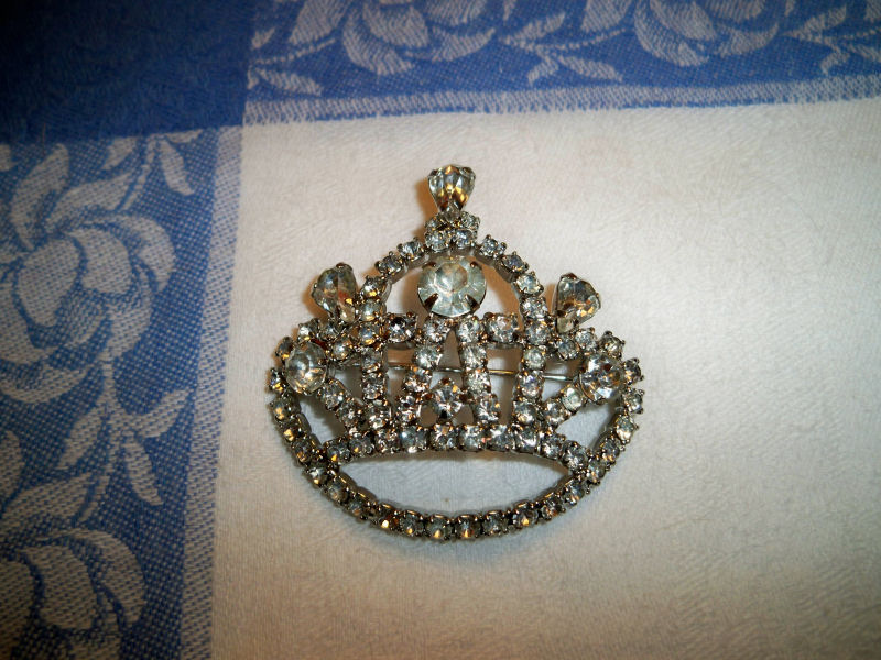 Vintage rhinestone crown brooch signed by designer cathe for Antique jewelry worth money